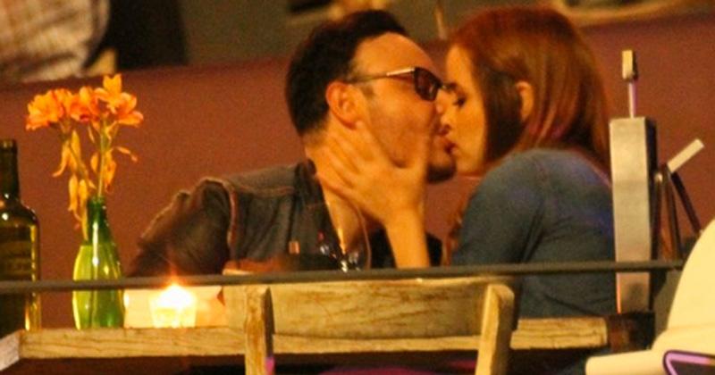 ¡Captan a novia de Carlos Rivera besándose con integrante de Río Roma!