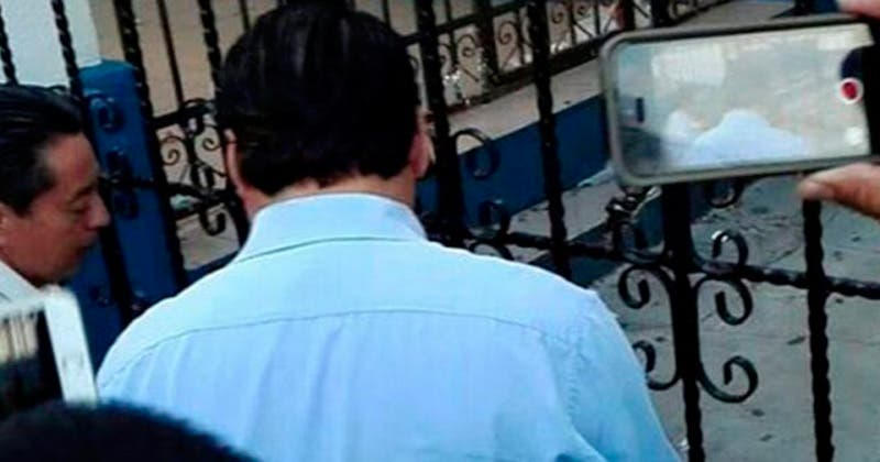 Vehículos de empresas privadas, son detenidos por docentes frente a IEEPO
