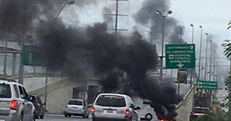 Balacera, incendios y bloqueos azotan Reynosa — Caos