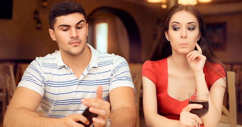 Resultado de imagen para mujeres podrían ir a la cárcel por revisar el teléfono de su pareja