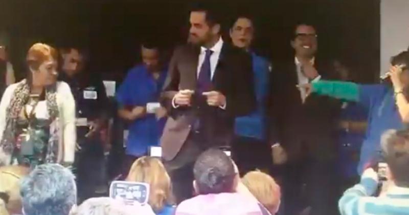 Senadores del PAN son captados bailando con trabajadoras de la Cámara