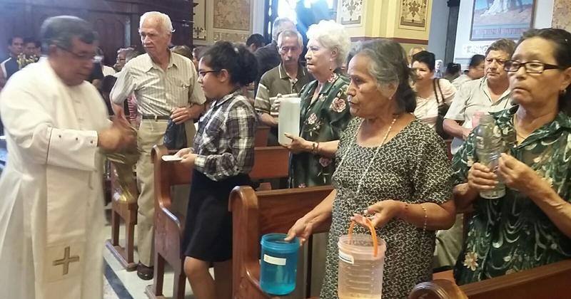 El papa bautizó 11 personas en Vigilia Pascual — VENEZUELA