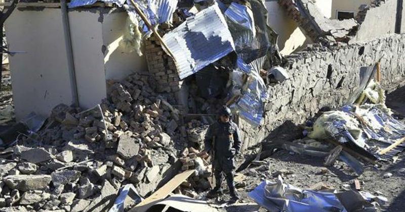 Afganistán: altos cargos renuncian tras ataque talibán