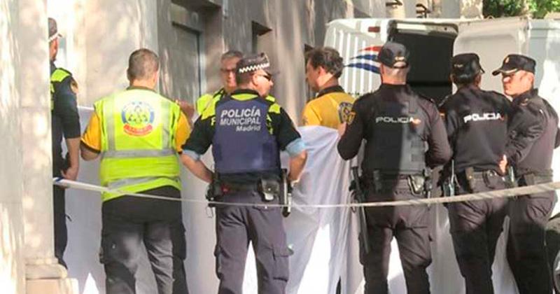 Mueren dos tras desprenderse suelo de un ascensor en Madrid