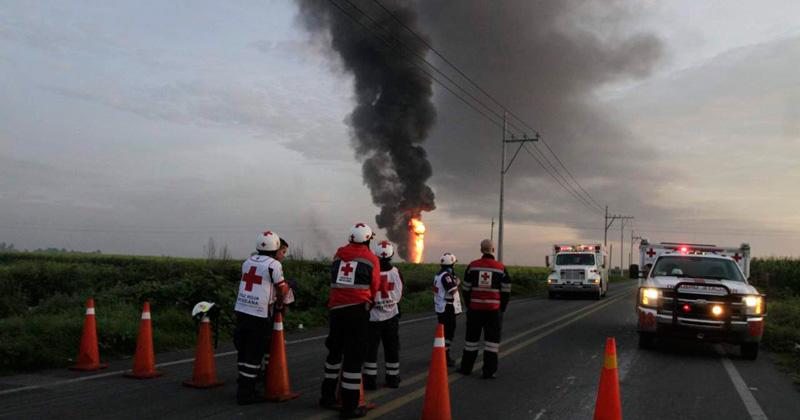 Mueren cuatro tras explosión de ducto en Veracruz