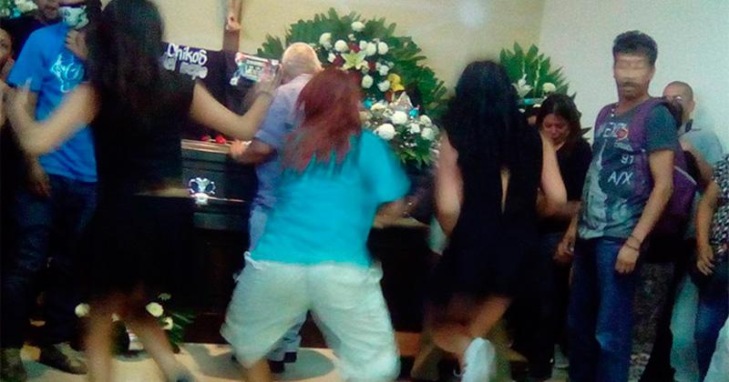 Bailan en funeral de joven en Saltillo