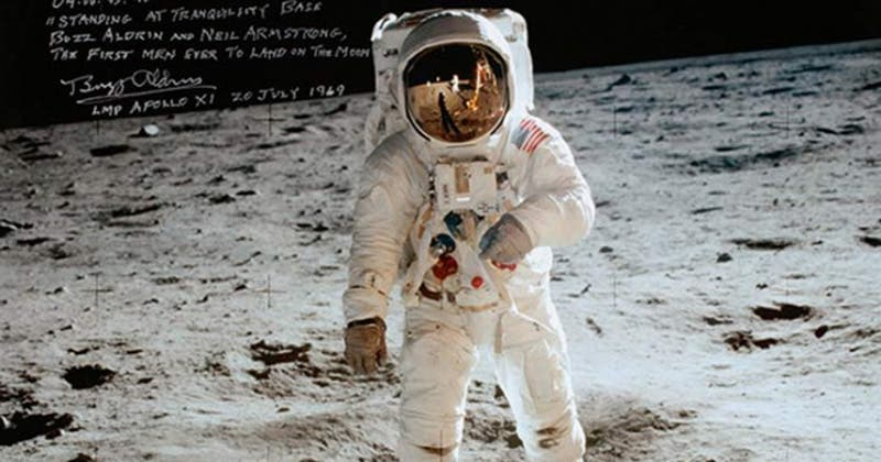 Subastarán bolsa con polvo de la Luna