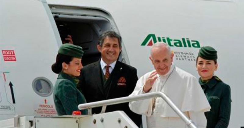 Papa participará en centenario de apariciones de la Virgen Fátima
