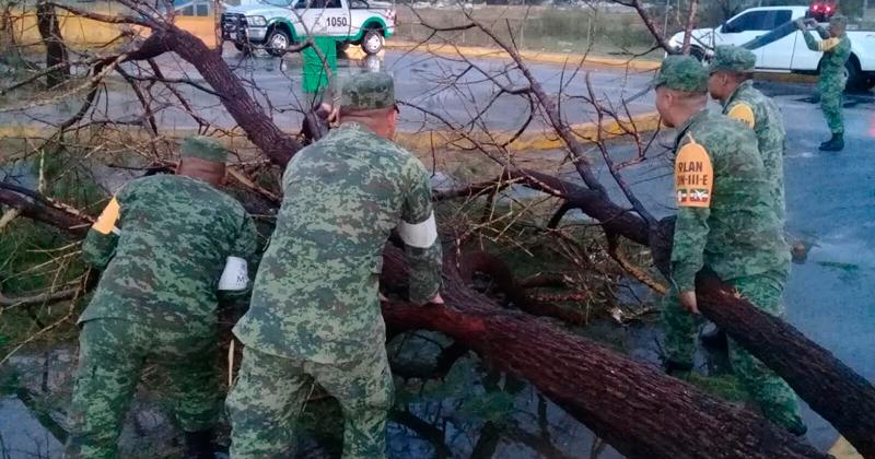 Cierran puente de Nuevo Laredo tras paso de tornado
