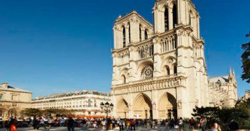 París: atacan a policía cerca de la catedral de Notre Dame