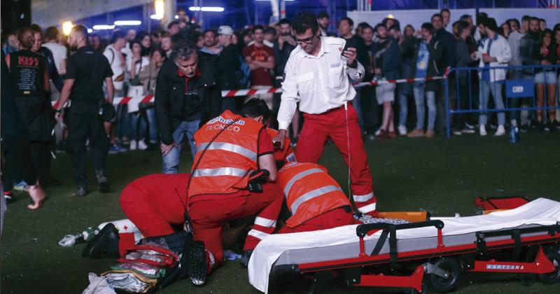 Acróbata herido durante un espectáculo del programa del Mad Cool en Madrid.