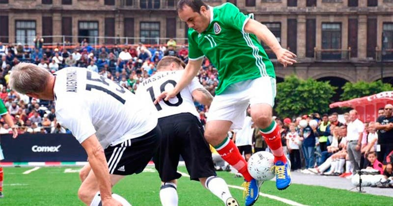 México debuta con el pie derecho y gana a El Salvador