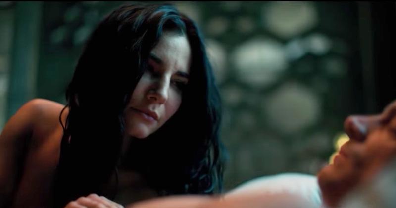 Martha Higareda protagoniza candente escena en serie de Netflix