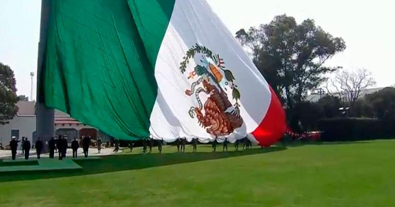 Símbolo de la cultura e historia de México — Bandera Nacional