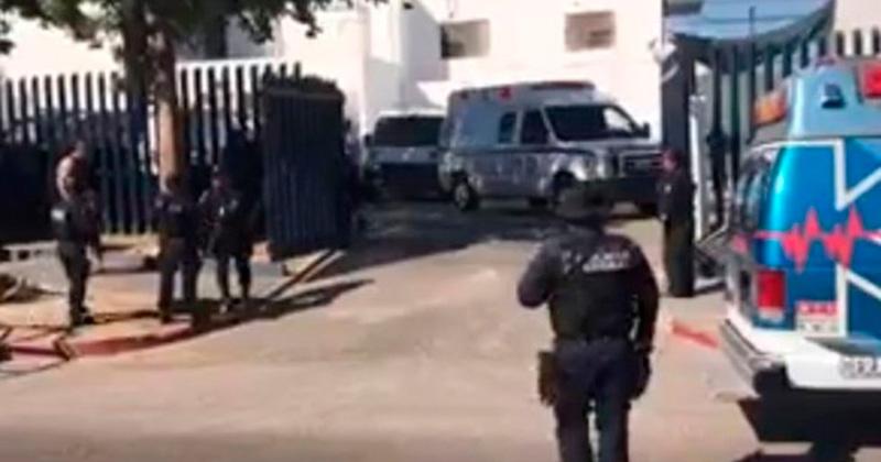 Durante motín, apuñalan a director del penal de La Paz