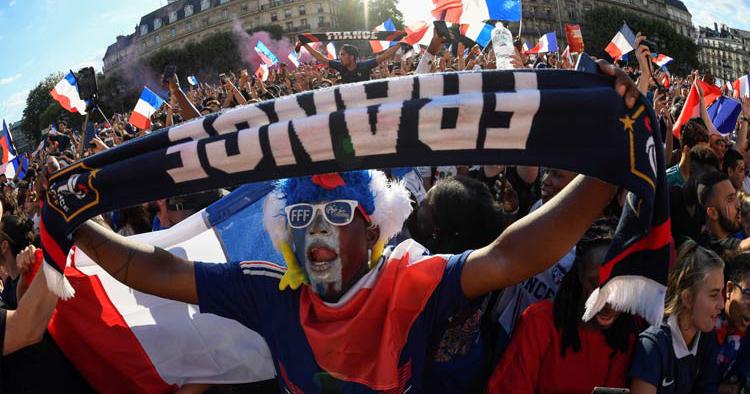 La celebración del Mundial de Francia termina con disturbios y un muerto