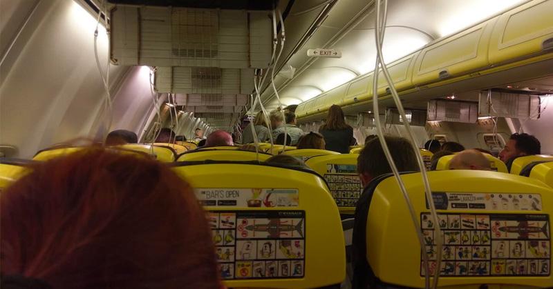 Hospitalizaron a pasajeros luego de un descenso súbito — Vuelo