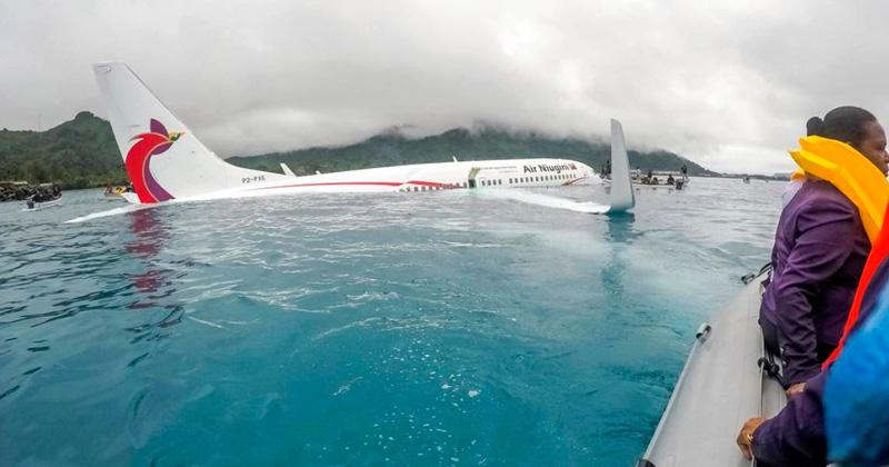 Piloto de avión realiza aterrizaje de emergencia en un lago