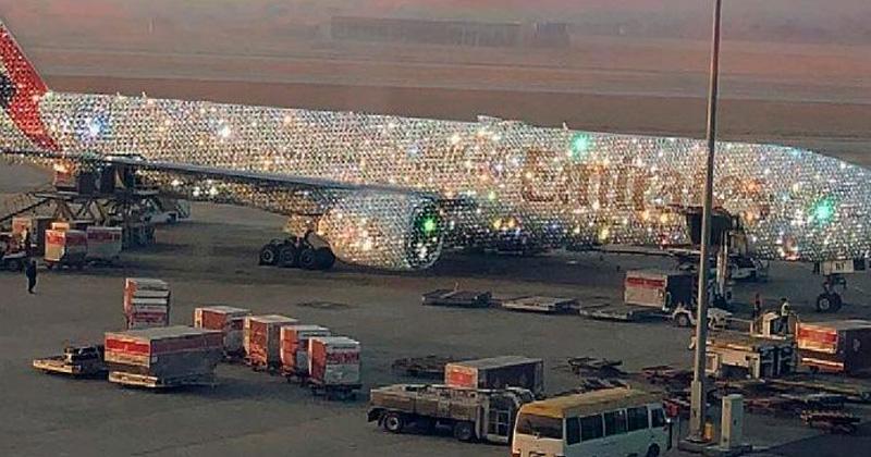 Revelan la verdad del avión cubierto de diamantes