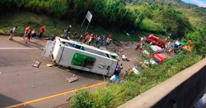Accidente de autobús en Colombia deja al menos 8 muertos