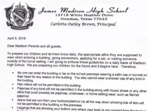 Escuela prohíbe que padres asistan en pijamas o leggins