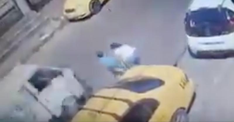 Niño suelta mano de su madre y camión lo atropella en Honduras
