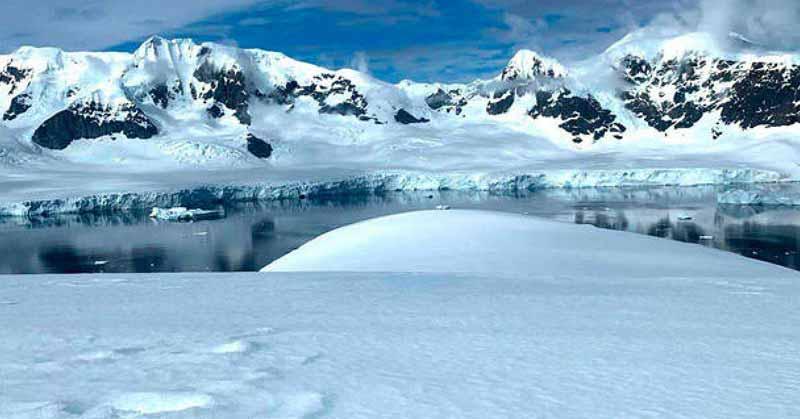 Presencia de nieve rosa en base ucraniana sería de origen natural — Antártida